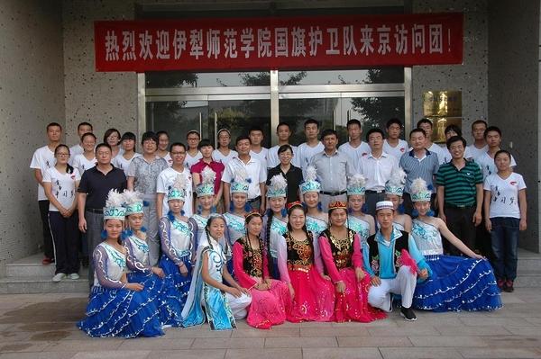 伊犁師范學院國旗護衛隊來京訪問團訪問北京印刷學院