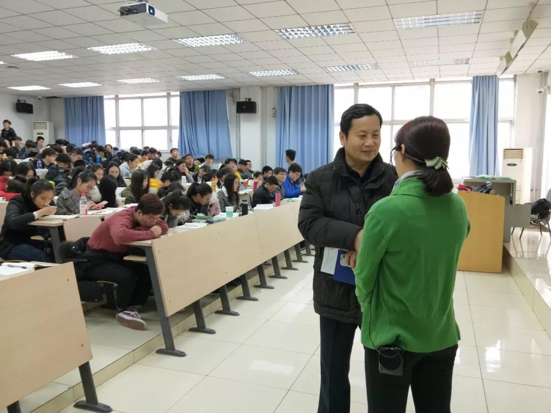 校领导深入课堂听开学第一课   新学期首日教学秩序井然