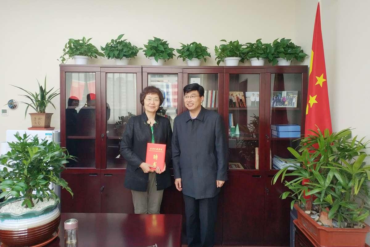 学校领导拜访国家邮政局领导