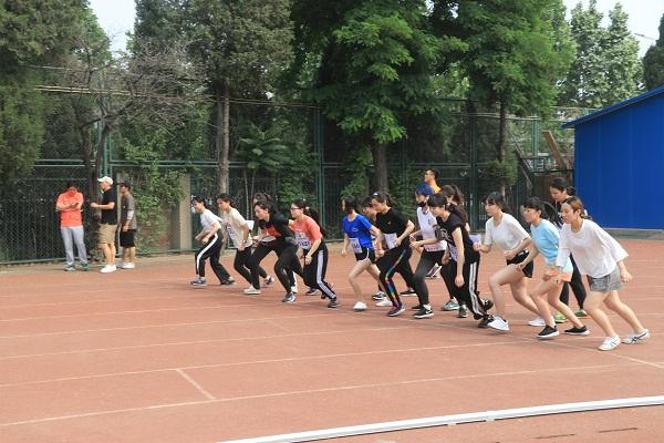 运动会侧记:1500米——速度与耐力的比拼
