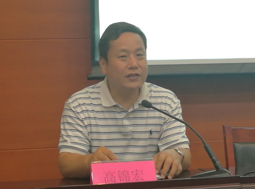 党委书记高锦宏向离退休老同志通报学校发展情况